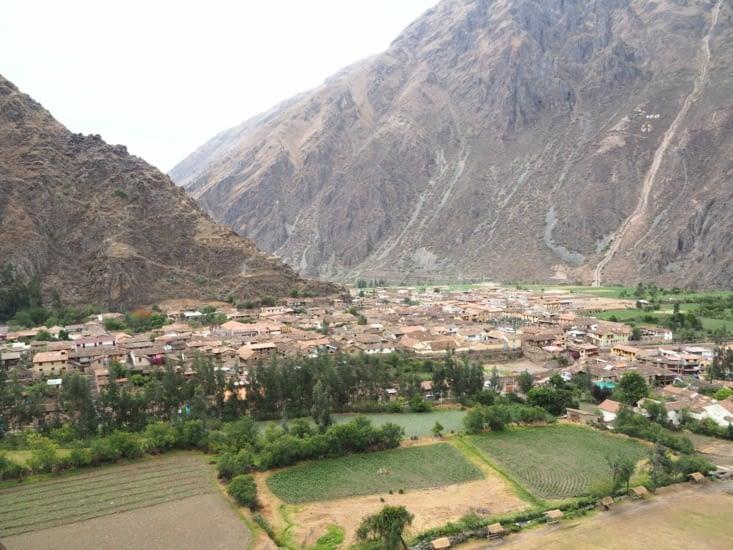 La ville d'Ollantaytambo vue depuis la forteresse Inca
