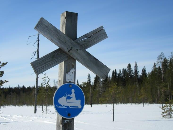 Délimitation des pistes de moto neige en forêt