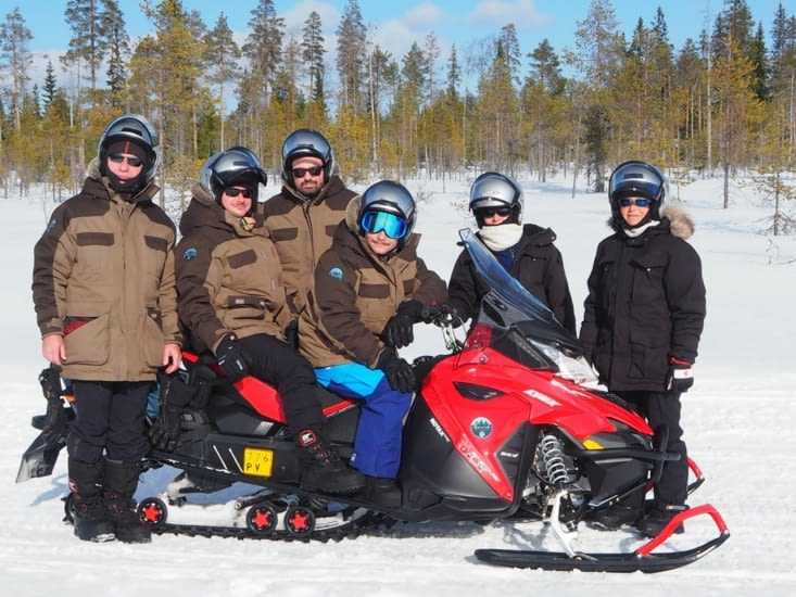 Nous 6 pour 2 jours de rando en moto-neige dans le parc de Hossa