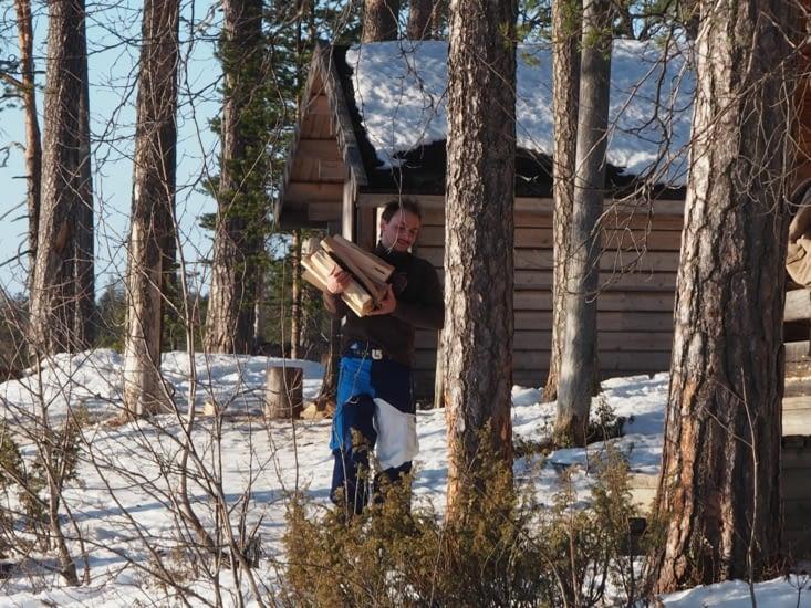 Victor ramène le bois
