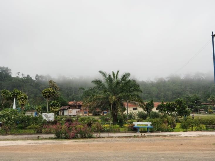 La plaza de Armas d'un village du parc Manu