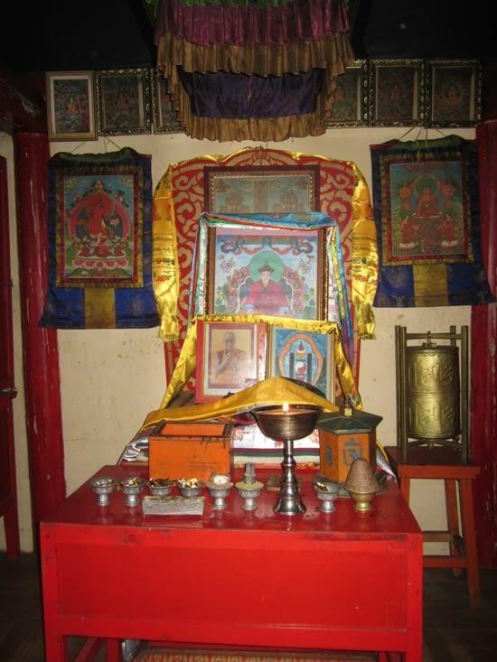 A l'intérieur du monastère