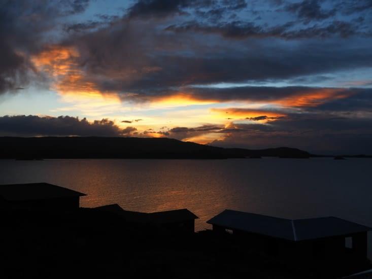Coucher de soleil depuis l'ile d'Amantani