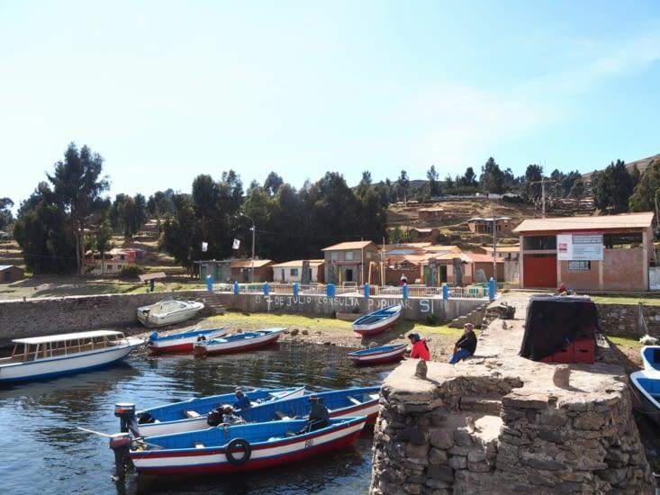 Le petit port de l'ile d'Amantani