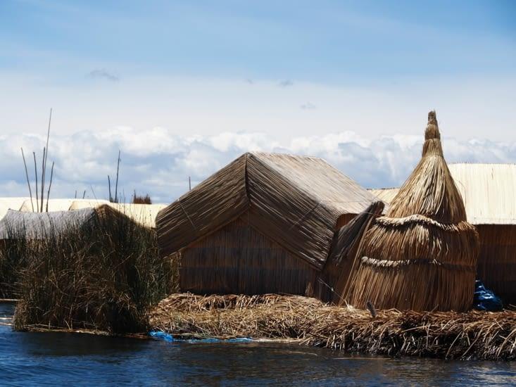 Une ile flottante sur le lac Titicaca