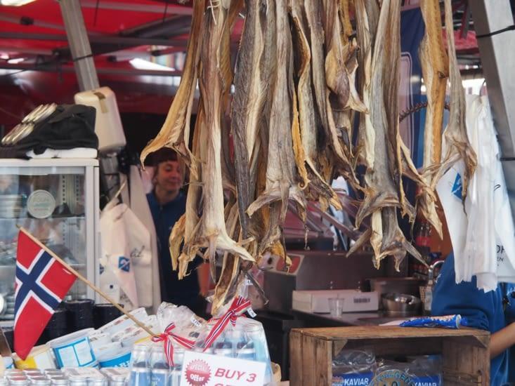 Dans le marché aux poissons de Bergen