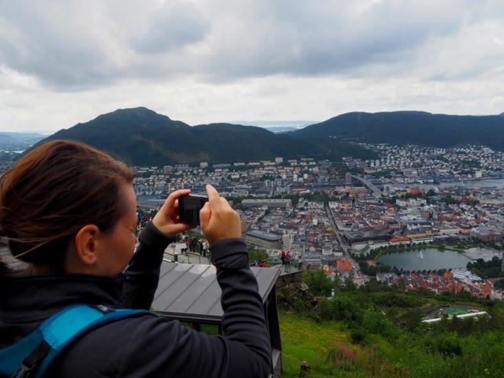 Yoyo en haut du Floyen pour contempler Bergen