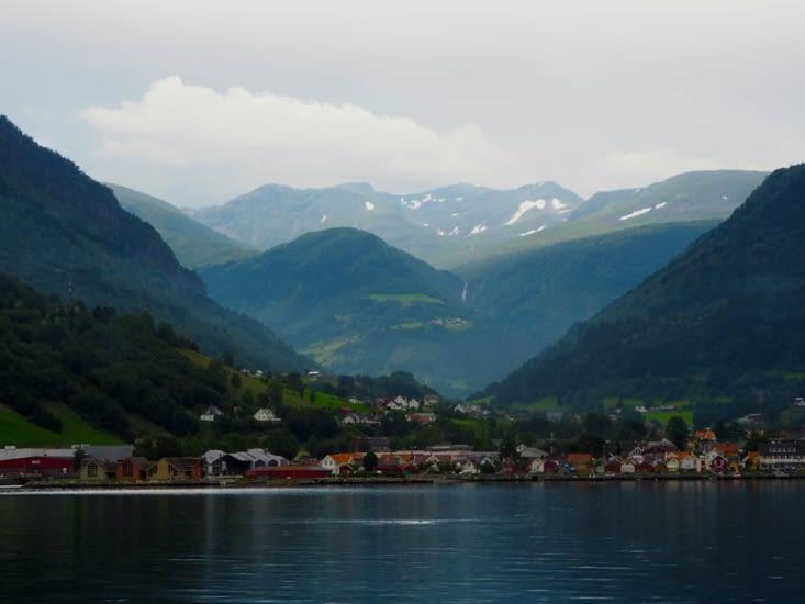 Un village croisé dans le Sognefjord