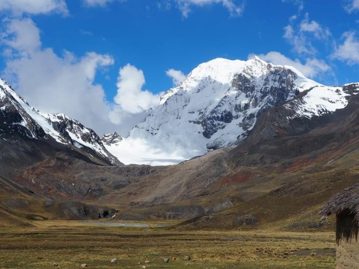 Depuis la plaine du refuge, le géant Huayna Potosi (6088m)