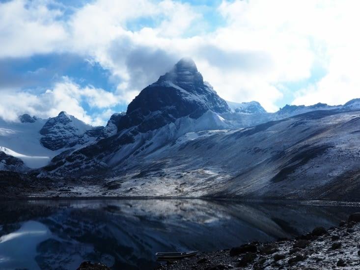 Les sommets voisins du Condoriri et leurs couleurs pures