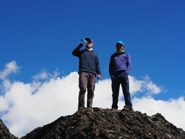 Petite pause pour Limbert et Ronron au sommet