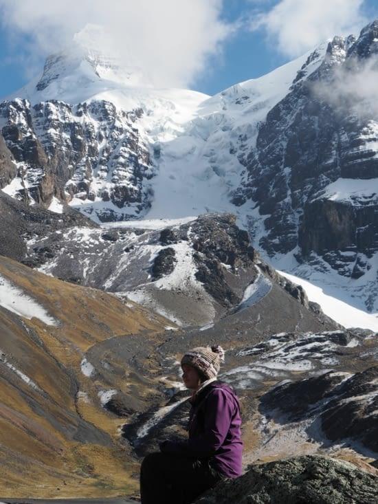 Yoyo en pleine réflexion au pied du glacier du Condoriri