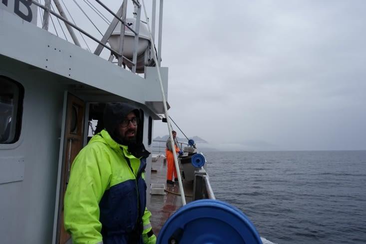 En mer, qui SEMBLE calme, la détresse dans le regard est bien présente