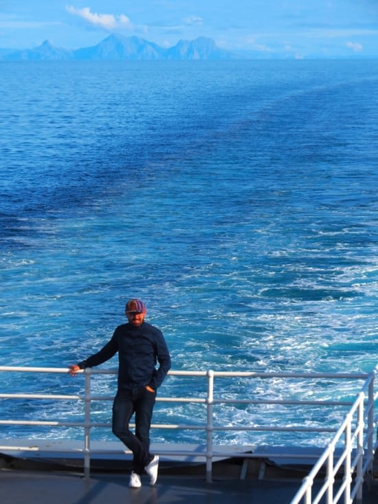 François sur le pont du Ferry en direction de Moskenes