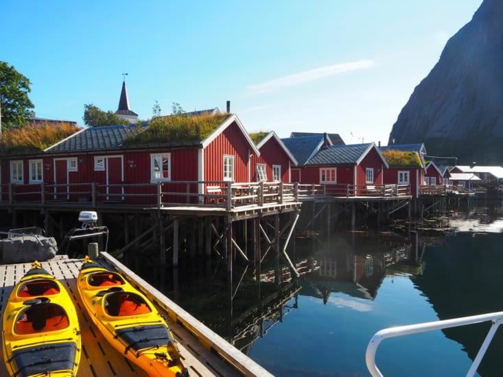 Le port dans le village de A