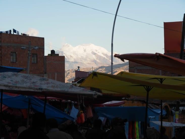 Depuis la Paz, l'Illimani, culminant à 6438m d'altitude.
