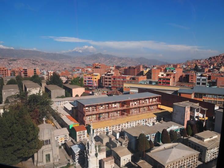 L'immense cimetière de la Paz vu des télécabines
