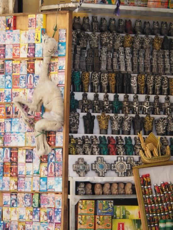Un foetus de lama dans le marché aux sorcières de la Paz