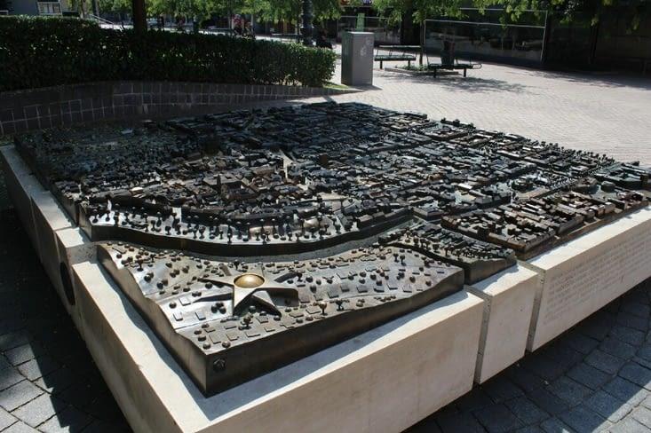 Maquette en métal de la ville