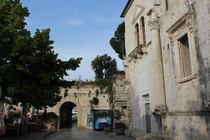 Une des autres portes de la ville