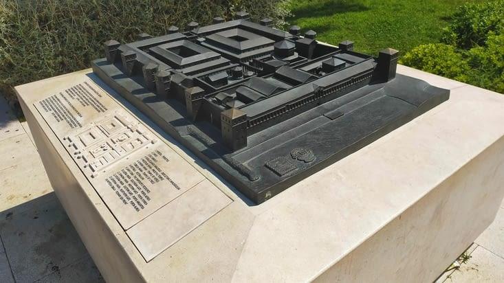 Maquette représentant le palais dans son apparence originelle en 305