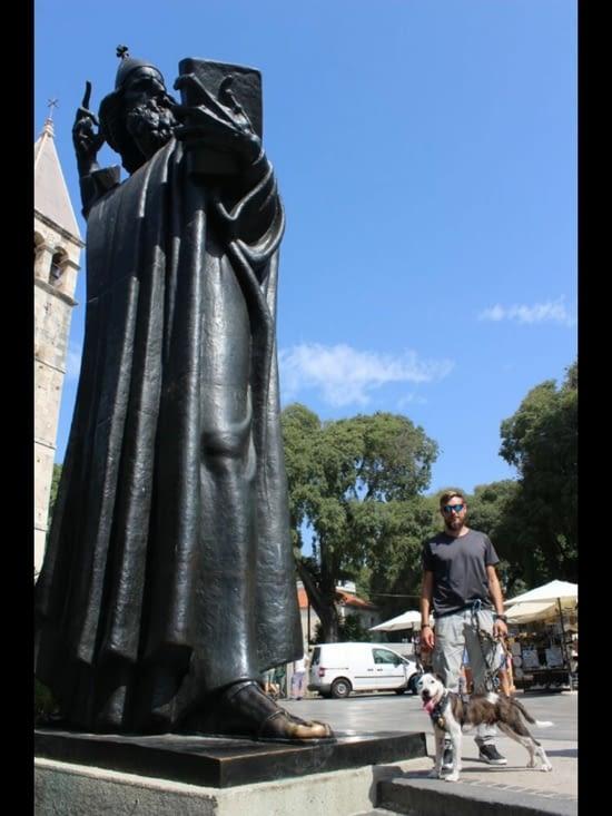 Statue de l'archevêque Grégoire de Nin