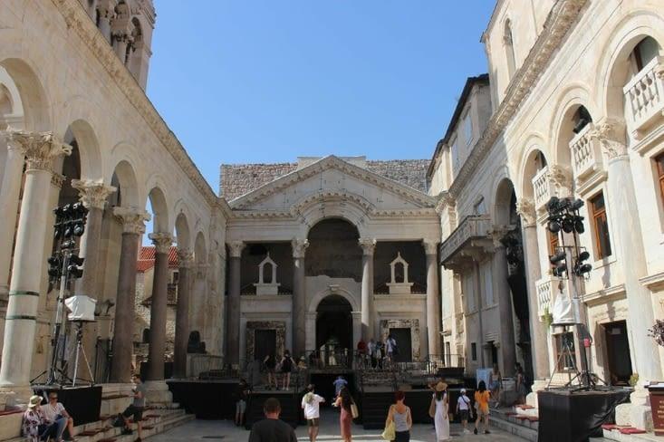 Place principale du palais