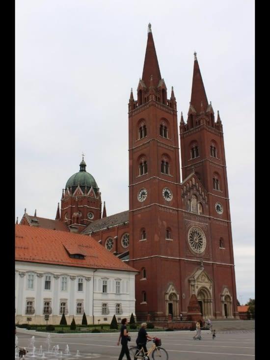 La place principale avec la Cathédrale