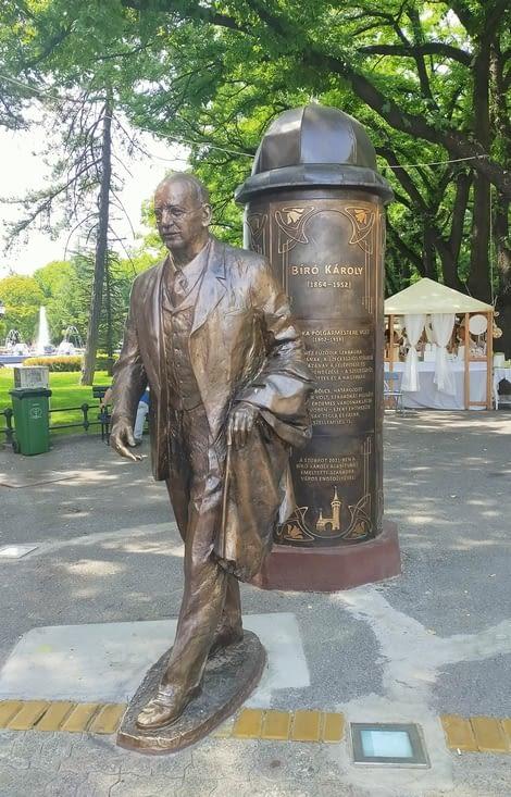 Statue d'un maire important de la ville