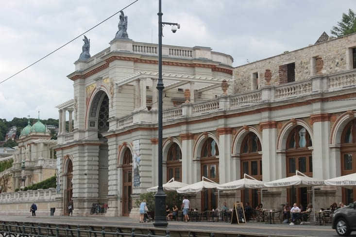 Bazar du jardin du palais