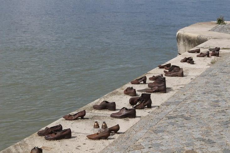 """Mémorial juif """"chaussures au bord du Danube"""""""