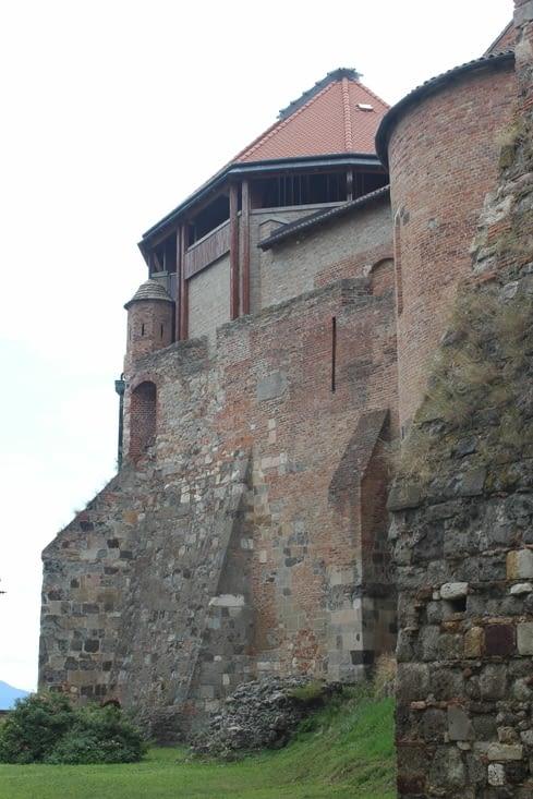 Remparts du chateau à côté de la cathédrale