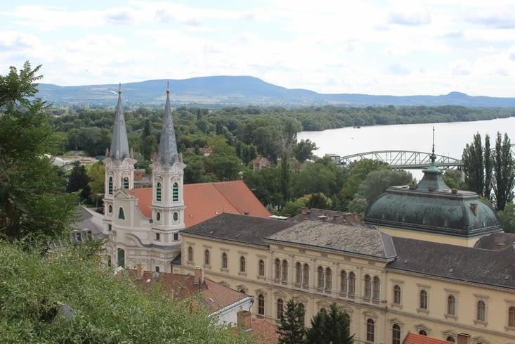 Vue depuis le jardin derriere la cathédrale