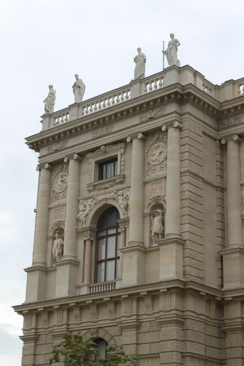 Détail de la façade du musée