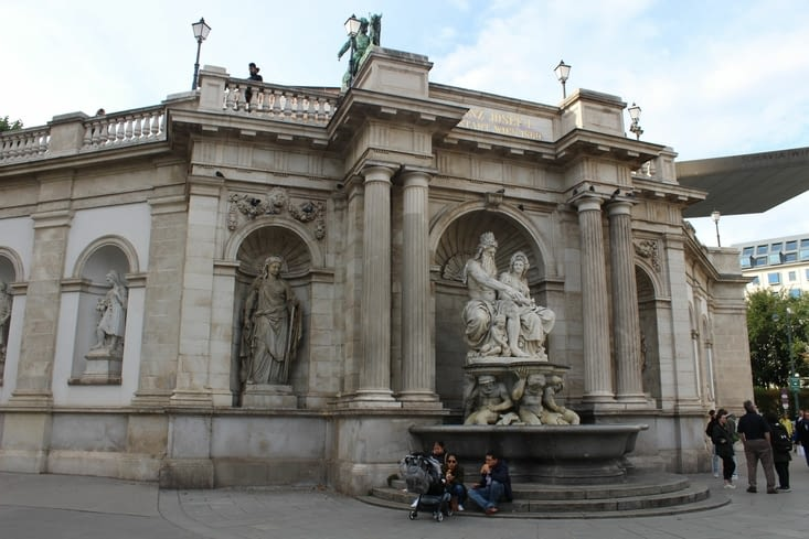 La fontaine du Danube, sur la place Albertina