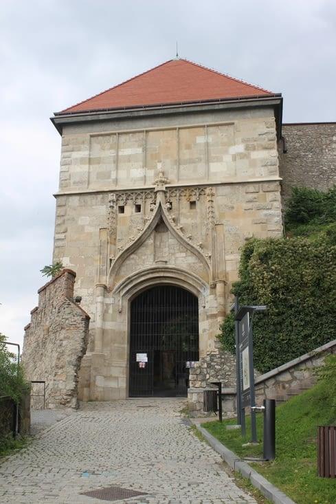 Porte d'entrée au domaine du chateau