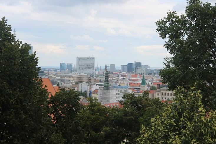Vue sur la ville depuis les jardins du chateau