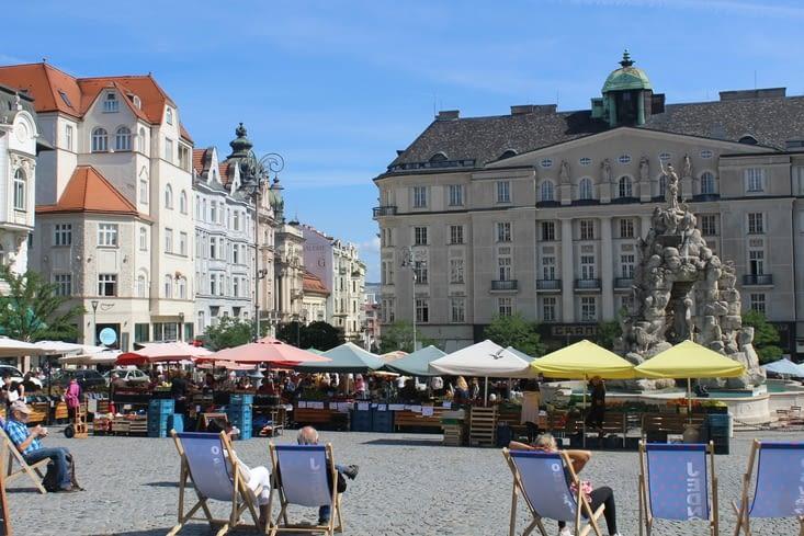 """Place du """"marché au choux"""" avec la fontaine """"Parnas"""""""