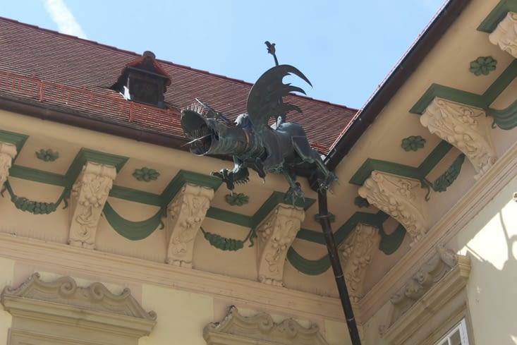 Sculpture dans la cour de l'Hotel de ville