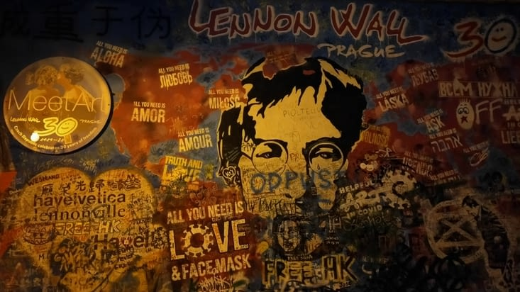 Le mur John Lennon de nuit