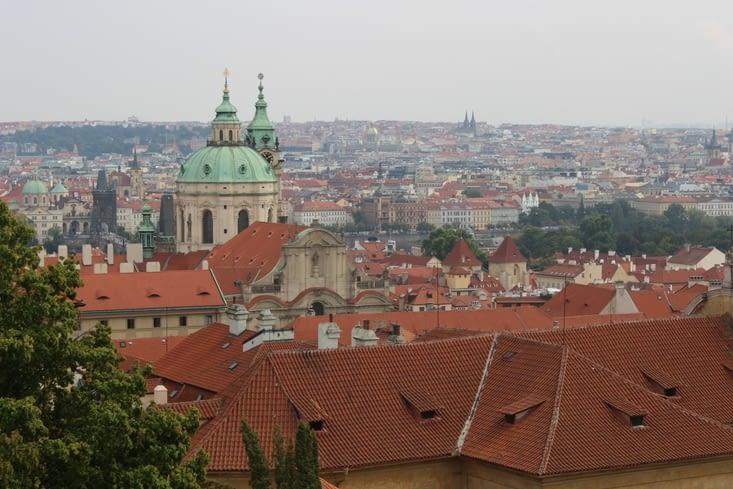 Vue sur la ville depuis la place devant le château