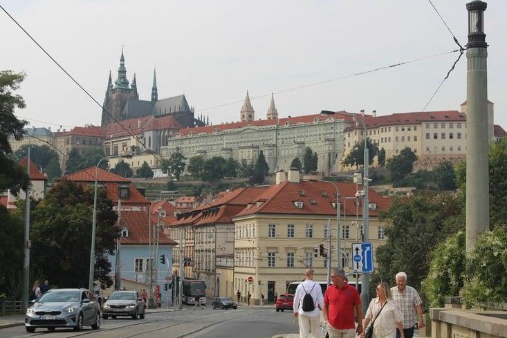 Vue sur le château depuis l'avenue Klarov