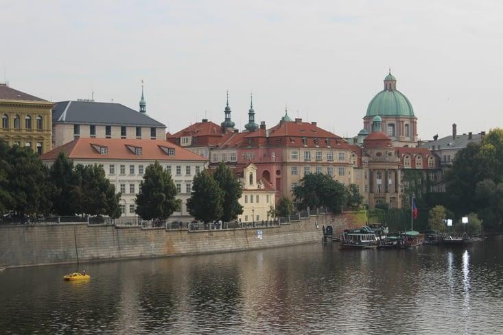 Vue sur les quais de la vieille ville