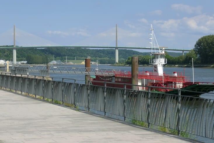 Caudebec et on fond le pont de Brotonne