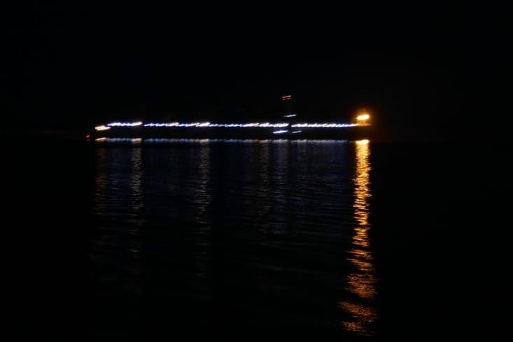 Le ballet des bateaux est impressionnant. .. et n'incite pas à se coucher