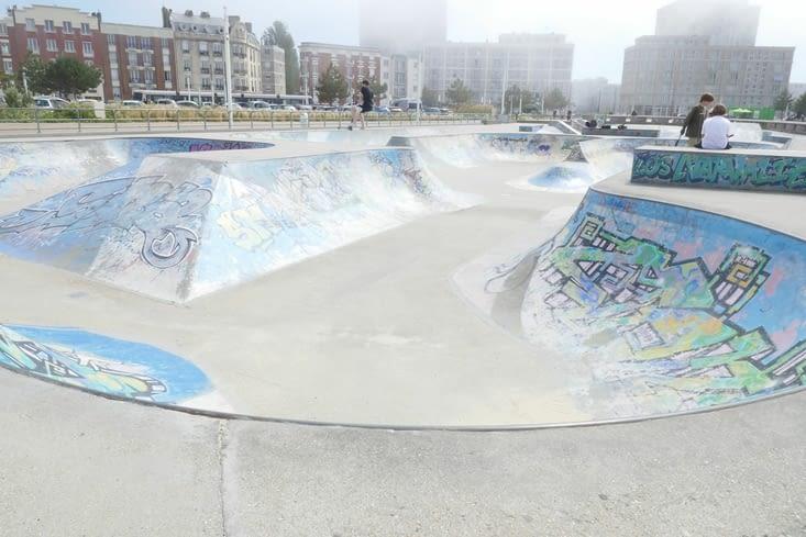 en face le skate parc