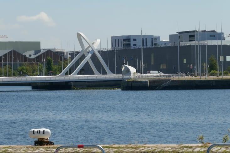 Un pont tournant sur le bassin Vatine