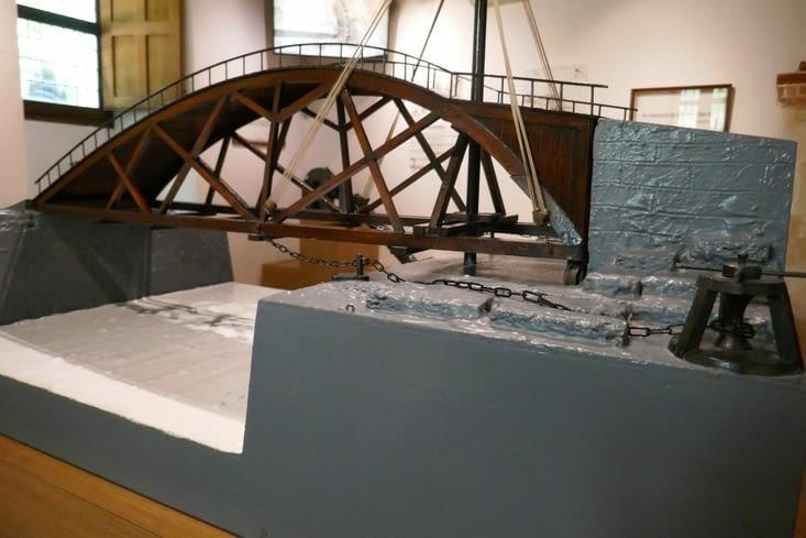 un pont tournant