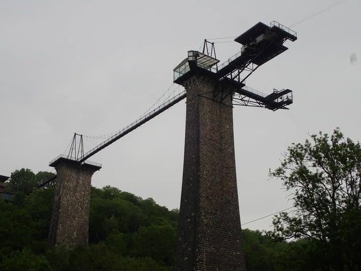 Le viaduc de  Souleuvre. Pour amateurs de luge, de tyroliennes et de saut à l'élastique.