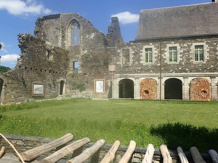 L'abbaye de Bon-Repos.